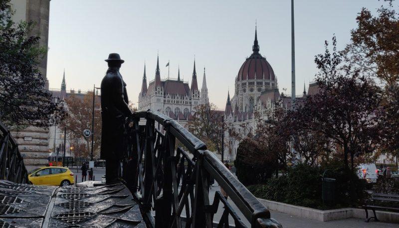Imre Nagy looking towards the Parliament