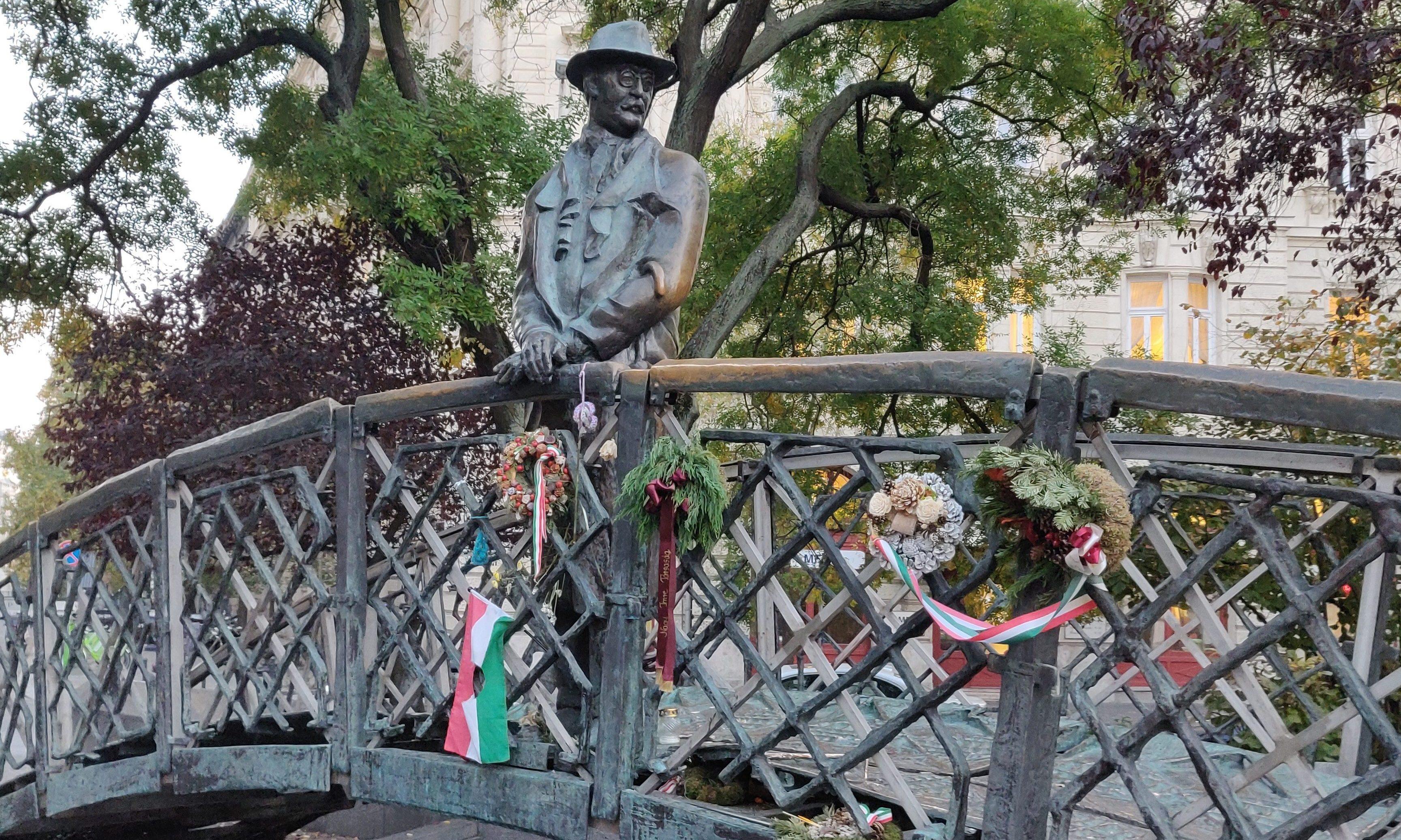Statue of Imre Nagy pre-removal