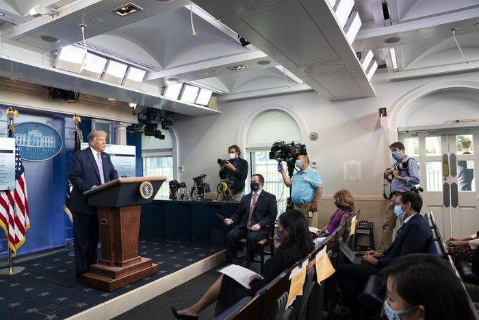 Trump-in-press-room-700x467.jpg